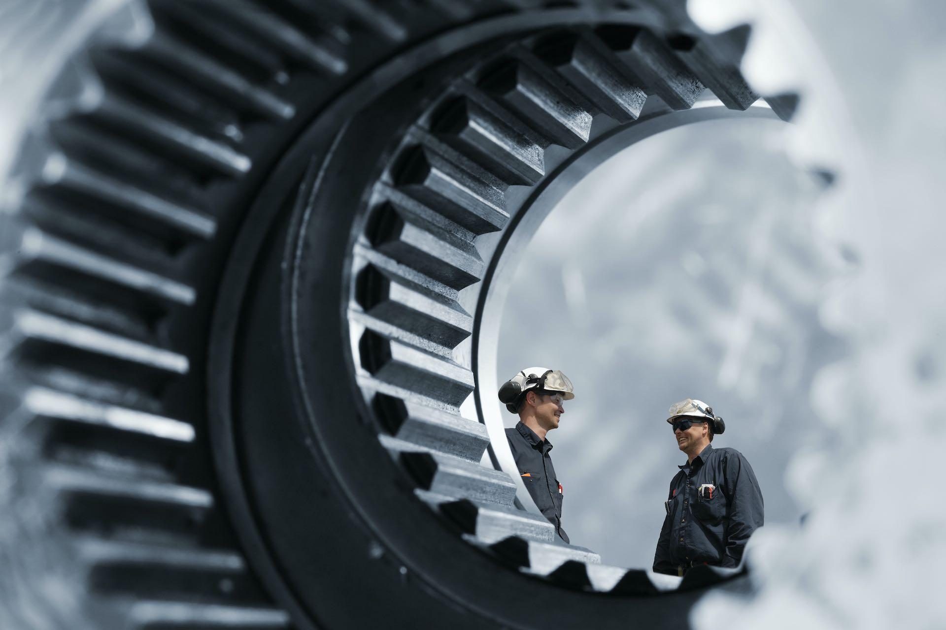 bemanning, <br>mekaniske tjenester</b><br> og stålprodukter